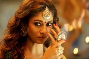 Nayanthara with thick and bold eyebrows in Kaashmora